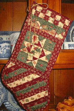 Quilted Christmas Stocking Quilted Christmas Stockings, Christmas Patchwork, Quilted Christmas Ornaments, Christmas Quilt Patterns, Purple Christmas, Xmas Stockings, Christmas Sewing, Christmas Projects, Handmade Christmas