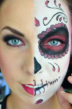 Sugar Skull – would love to make myself look like this for Halloween. Half Face Halloween Makeup, Visage Halloween, Half Face Makeup, Adulte Halloween, Halloween Looks, Halloween Stuff, Day Of The Dead Makeup Half Face, Halloween Costumes, Halloween Halloween