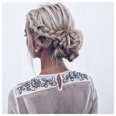 Hair style : coiffure chignon , blonde , tresses, mariage, perles. wedding, braids, blond, blondhair, pearl jewelry, girl, bun, zara, shirt, grey hair