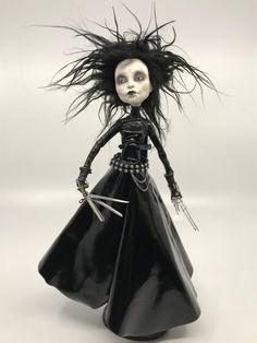 Repaint the Interior of Your Home Custom Monster High Dolls, Monster Dolls, Custom Dolls, Halloween Doll, Halloween Zombie, Domino Crafts, Tim Burton Art, Gothic Dolls, Edward Scissorhands