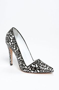 Stunning! Alice + Olivia Pump Because Black and White is the new Black