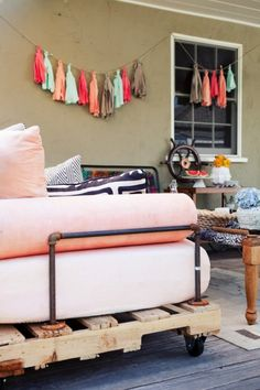 pallet daybed - rather than couch in playroom?