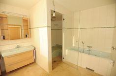 bathroom with steam bath ## Badezimmer mit Dampfbad