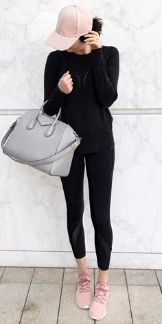 sporty outfit idea / hat + black set + bag + sneakers #casualwinteroutfit