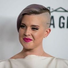 #hairdare #womenshair #beauty #hairstyles #mohawk Half Shaved Hair, Shaved Nape, Shaved Sides, Natalie Dormer Hair, Girls With Shaved Heads, Buzzed Hair, Kelly Osbourne, Mohawk Hairstyles, Girl Haircuts