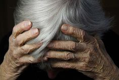 Ex-caregiver para idosos processada por abuso. Uma mulher que trabalhava como caregiver em um lar para idosos, em Yokkaichi, Província de Mie...