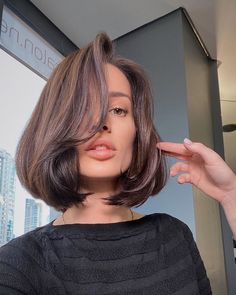 Photo shared by Julia🌸🍓🍭 on March 2020 tagging and Image may contain: 1 person, closeup Cut My Hair, Big Hair, Medium Hair Styles, Long Hair Styles, Shot Hair Styles, Hairstyles Haircuts, Oval Face Haircuts, Aesthetic Hair, Grunge Hair