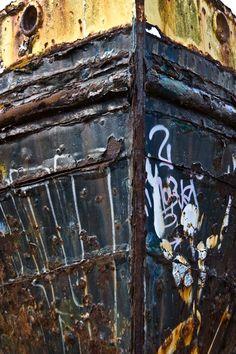 """image de la série """"épave"""" visible sur mon site www.fabricegrain.com Visible, Images, Boat, Ships, Photographs, Dinghy, Boats, Ship"""