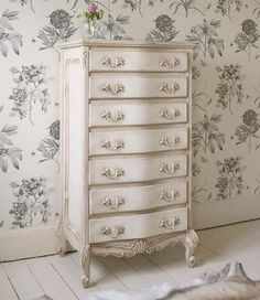 The relaxing and romantic tone from the shabby chic style causes it to be a well known option for bedrooms. White shabby chic furniture is usually best Blanc Shabby Chic, Shabby Chic Stil, Shabby Chic Antiques, Estilo Shabby Chic, Shabby Chic Interiors, Shabby Chic Kitchen, Shabby Chic Decor, Rustic Decor, Vintage Bedroom Decor