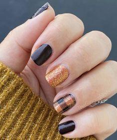 Nail Color Combos, Fall Nail Colors, Sassy Nails, Cute Nails, Fingernail Polish Designs, Holiday Nail Designs, Pedicure Nail Art, Nail Candy, Crazy Nails