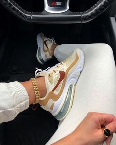 Nike Air Max 270 React in braun - 700 Dr Shoes, All Nike Shoes, Hype Shoes, Nike Shoes For Women, Nike Shoes Outfits, Nike Women Sneakers, Retro Nike Shoes, Swag Shoes, Girl Outfits