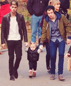 this is just darling<3 I have one question... AM I JUST STUPID OR DID ZAYN REALLY GO WITH TAYLOR AND HARRY TO NY THAT DAY?!