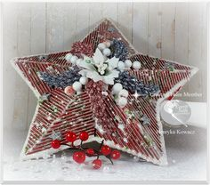 Magic Craft Land by Henryka Magic Crafts, Christmas Wreaths, Mixed Media, Diy Projects, Holiday Decor, Earth, Stars, Holiday Burlap Wreath, Sterne