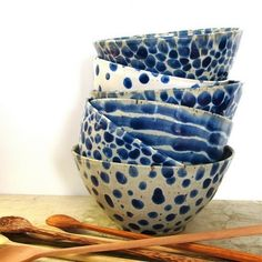 Blue and white bowls with wooden spoons Ceramic Clay, Ceramic Bowls, Ceramic Pottery, Stoneware, Keramik Design, Keramik Vase, Blue Bowl, Blue And White China, Paperclay