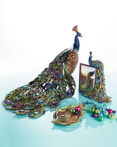 """Jay Strongwater """"Peacock"""" Decor ~ One of the world's most beautiful birds adorns the latest offerings from this designer extraordinaire. Peacock Decor, Peacock Colors, Peacock Theme, Peacock Design, Peacock Room, Peacock And Peahen, Peacock Bird, Peacock Feathers, Objets Antiques"""