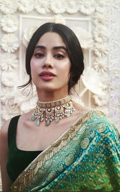 Best Trendy Outfits Part 21 Indian Jewelry Sets, Indian Wedding Jewelry, Indian Bridal, Bridal Jewelry, Gold Jewelry, Choker Jewelry, Choker Necklaces, India Jewelry, Glass Jewelry
