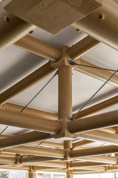 Shigeru Ban diseña un pabellón con tubos de papel para el campus del IE en Madrid. - diariodesign.com