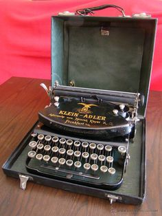 Retro Typewriter, Antique Typewriter, Typewriter Machine, Old Stove, Nyc Subway, Vintage Typewriters, Writing Pens, Tv Shows Online, Vintage Antiques