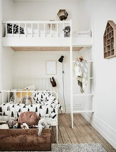 Small Shared Rooms for Two There are lots of fun and practical ways to make the most of a shared room, even if it's a small space. A shared room means having two beds of course. Small Shared Bedroom, Shared Boys Rooms, Shared Bedrooms, Sibling Room, Dispositions Chambre, Bedroom Layouts, Bedroom Ideas, Diy Bedroom, Bedroom Designs