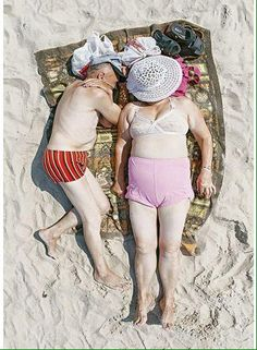 Photographer Tadao Cern spent a weekend photographing people as they slept on a public beach in Lithuania. The art project, entitled Comfort Zone, aims to explore how different surroundings can affect people's behaviour and inhibitions Candid Photography, Documentary Photography, Street Photography, People Photography, Photography Series, Growing Old Together, Old Couples, Martin Parr, Old Age
