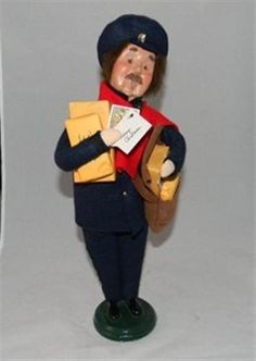 Byers Choice Mailman Caroler / 2002