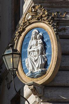 Madonna, Piazza Colonna, Rome