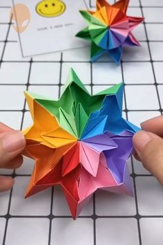 Paper Origami Flowers, Origami Flowers Tutorial, Instruções Origami, Paper Crafts Origami, Flower Tutorial, How To Do Origami, Origami Instructions, Diy Crafts Hacks, Diy Crafts For Gifts