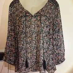 Two by VC beautiful sheer top nwot Newer worn Two by Vince Camuto Tops