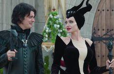 Maleficent and Diaval. Maleficent: Mistress of Evil Bloopers Maleficent Makeup, Maleficent Movie, Disney Princess Tattoo, Punk Princess, Disney Love, Disney Magic, Disney Villains, Disney Pixar, Fantasias Halloween