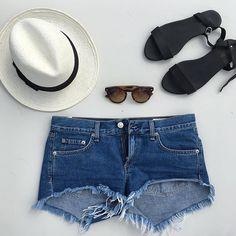 Verão's All Black Sandals - Beach Essentials