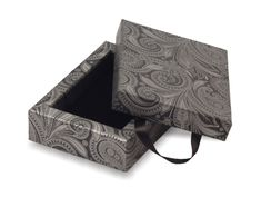 Necklace Box Size: 150mm (W) x 110mm (H) x 37mm (D) Print: 2 Colour Off-Set  Reference Number: BX009
