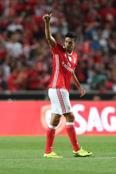 Benfica's Mexican forward Raul Jimenez celebrates scoring Benfica«s goal during the match between SL Benfica and Vitoria Setubal FC for the Portuguese Primeira Liga at Estadio da Luz on August 2016 in Lisbon, Portugal. Judo, Cristiano Ronaldo, Fifa, Club America, Star Wars, Soccer Stars, My Passion, Football Players, Real Madrid