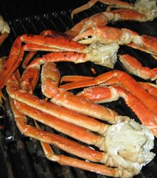 Easy Yummy, Buttery, Savory, Grilled Crab Legs on ur Backyard BBQ Pit! Grilling Recipes, Fish Recipes, Seafood Recipes, Great Recipes, Cooking Recipes, Fish Dishes, Seafood Dishes, Crab Legs On The Grill, Grilled Crab