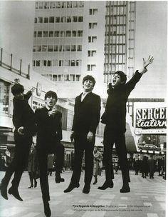 Ringo Starr, George Harrison, John  Lennon, and Paul Mccartney