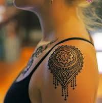 Resultado de imagem para tattoo feminina na coxa