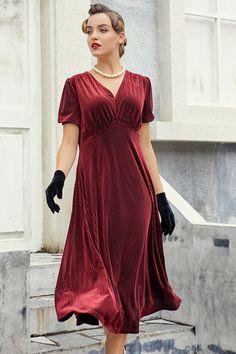 Green Velvet Dress, Velvet Midi Dress, Vintage Inspired Dresses, Vintage Style Dresses, Modest Fashion, Modest Outfits, Cheap Dresses, Fall Dresses, Temples