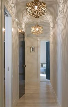 Love this lighting!  #lighting Style At Home, Luxury Interior Design, Interior Decorating, Clinic Interior Design, Blitz Design, Hallway Lighting, Hallway Light Fixtures, Hallway Chandelier, Bedroom Lighting