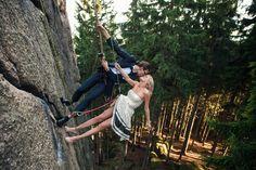Wspinaczkowy Plener Ślubny #climbing #fotografiaslubnatorun #zdjeciaslubnetorun #4moments #climbinglove #sesjaslubnawgorach #plenerwgorach