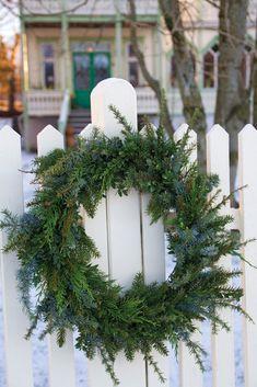 Christmas Advent Wreath, Christmas Window Decorations, Christmas Bunting, Christmas Hearts, Christmas Post, Christmas Table Settings, Christmas Tablescapes, Christmas Design, Rustic Christmas
