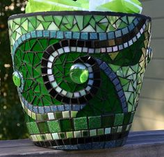 Mosaic pot MoreBlue mosaic flower pot with spiral design Mosaic Planters, Mosaic Vase, Mosaic Flower Pots, Garden Planters, Pebble Mosaic, Garden Mosaics, Mosaic Crafts, Mosaic Projects, Mosaic Ideas