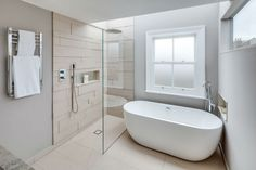 The most creative Walk-In Shower Ideas you can use to design your new shower without doors. Find the best designs for There's a doorless shower design for everyone. White Bathroom, Modern Bathroom, Master Bathroom, Bathroom Mirrors, Bathroom Faucets, Bathroom Lighting, Houzz Bathroom, Bathroom Small, Dream Bathrooms