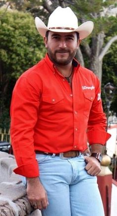 Wow what a very sexy and handsome cowboy this guy is! Oscar 2017, Mens Facial, Hot Cowboys, Sexy Beard, Jeans, Country Men, Bear Men, Mature Men, Fine Men