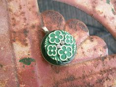 vintage button pendant fabulous green and by Suddendeersighting, $22.00