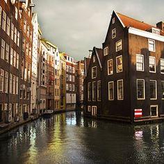 KLM Guía de viajes - Navegando por los canales de Ámsterdam