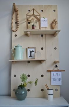 See this nice inspiration, one of so many ways to use a wooden pegboard as decoration and storage in your home Scandi Living, Diy Casa, Home Living Room, Wall Shelves, Decoration, Interior Styling, Diy Design, Diy Furniture, Sweet Home