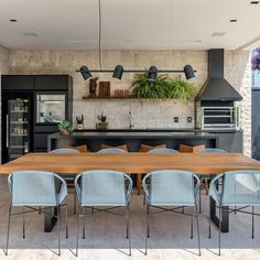 Gourmet balcony: 110 different spaces to be inspired - farmes Outdoor Kitchen Design, Kitchen Decor, Urban House, Küchen Design, House Design, Barbecue Area, Bbq Grill, Summer Kitchen, Scandinavian Home
