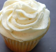 Chef Mommy: Starbucks (copycat) Vanilla Bean Cupcakes