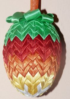Play Day, Pine Cone, Christmas Design, Craft Tutorials, Fabric Crafts, Balls, Easter, Christmas Ornaments, Sewing