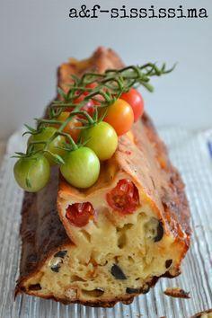 acqua e farina-sississima: plum cake pomodori ciliegino, olive e scamorza