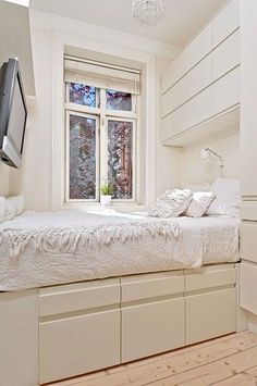 Tiny bedroom design, small bedroom designs и cozy small bedrooms. Cozy Small Bedrooms, Small Apartment Bedrooms, Small Room Bedroom, Cozy Bedroom, Bedroom Storage, Bedroom Sets, Small Rooms, Small Apartments, Modern Bedroom